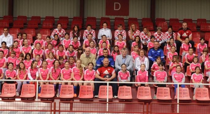 Šuker posjetio nogometni festival za djevojčice