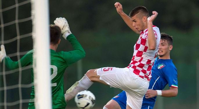Ćaleta-Car replaces Šimunović for upcoming matches