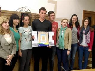 Mario Mandžukić dobio županijsku Zlatnu plaketu