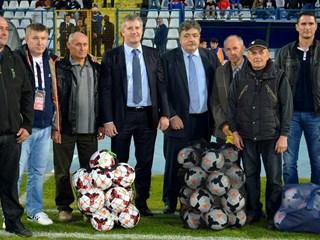 HNS i INA darovali stotinu lopti slavonskim klubovima