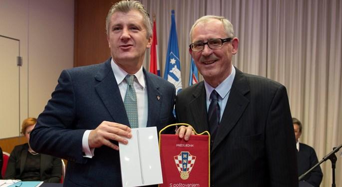 Održana Skupština ZNS-a, Šparavcu uručeni prigodni darovi