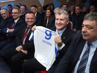 """Šuker: """"Želim NK Osijeku svu sreću i što više osmijeha"""""""
