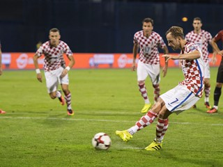 Croatia and Turkey share the opening spoils