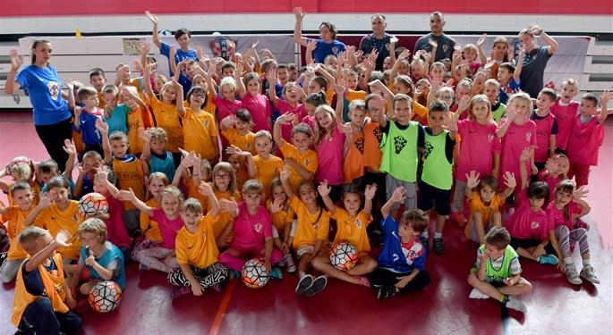 Djeca uživala u nogometu i obilježavanju Grassroots dana#Kids enjoyed celebrating Grassroots day
