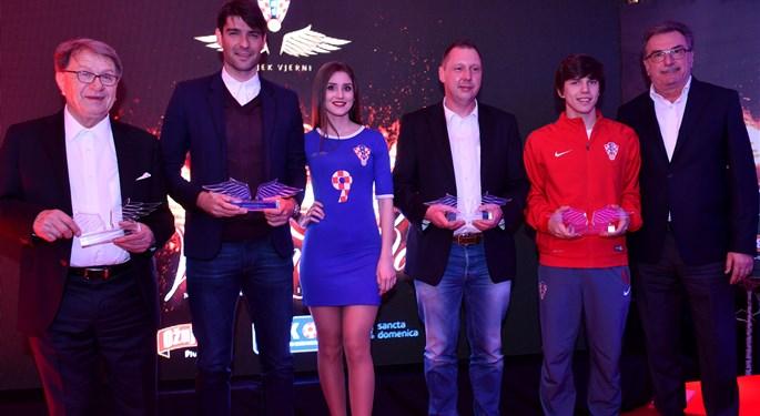 Vedran Ćorluka laureat na dodjeli Vatrenih krila#Vedran Ćorluka wins Fiery Wings fan award