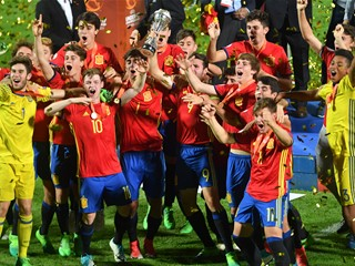 Spain U-17 celebrates in Croatia in dramatic fashion