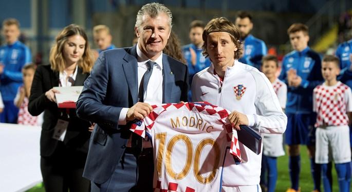 "Modrić novi član kluba 100#Modrić becomes a member of a ""100 club"""