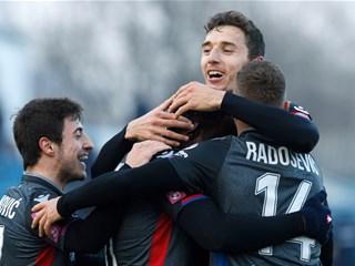 """Video: """"Petarda"""" Hajduka u Vinkovcima, remi Lokomotive i Rudeša"""