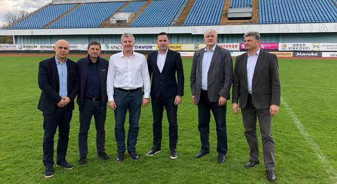 Predsjednik Šuker s delegacijom HNS-a u Vinkovcima