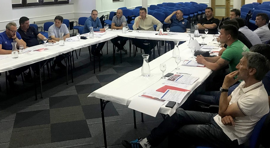 Sastanak glavnog instruktora Ćuka s predstavnicima prvoligaških škola