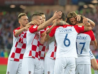 Croatia overcomes Nigeria in World Cup opener