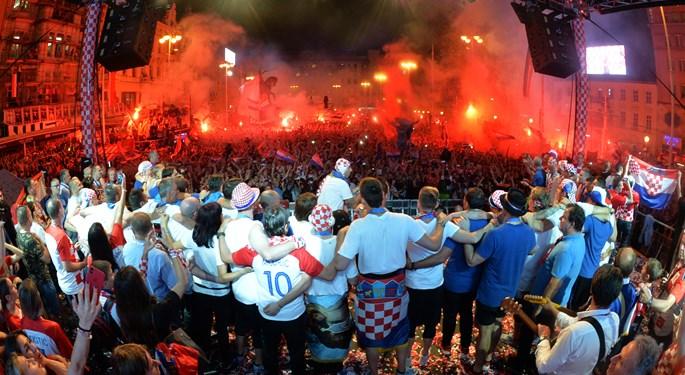 Video: Vatreni opet u domovini, neviđeno slavlje u Zagrebu!