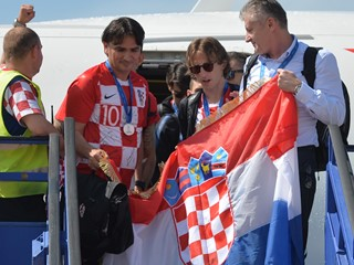 Spektakularan doček srebrnoj hrvatskoj reprezentaciji