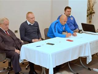 Sastanak glavnog instruktora Krpana s instruktorima