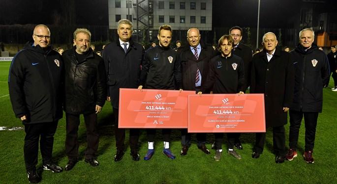 Reprezentativci uručili donacije Zaklade Vatreno srce