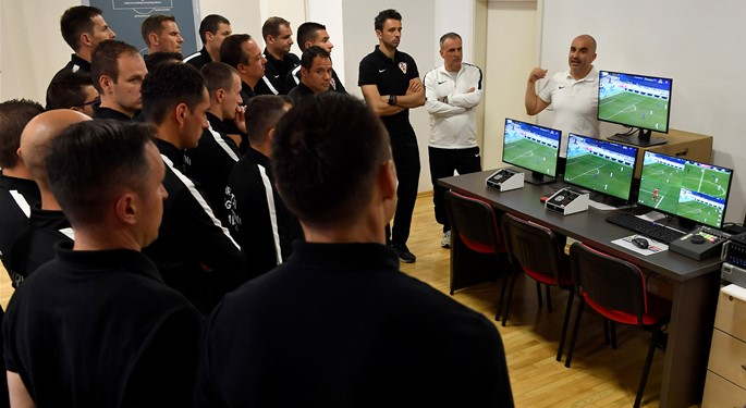Croatian refeerees start education on VAR technology