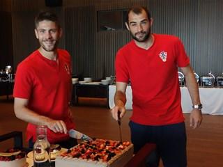 Torta za slavljenike Andreja Kramarića i Milu Škorića